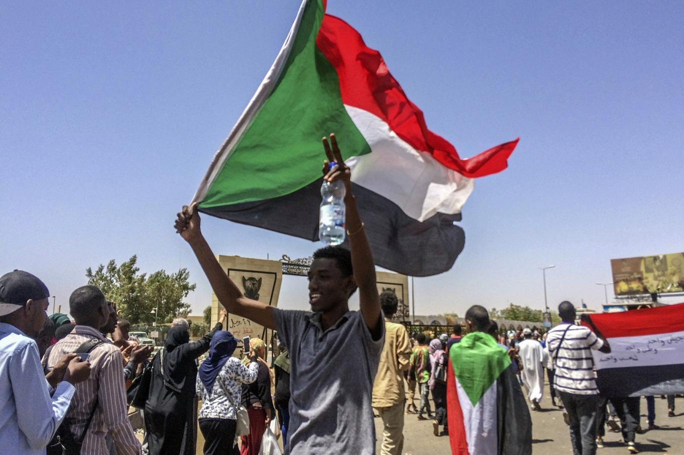 5 أشهر غيّرت السودان... ونحو 49 قتيلاً