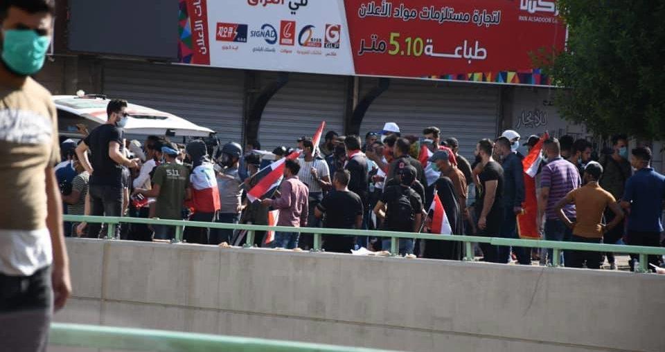 #العراق_ينتفض ... الشعب يزحف على ساحة النسور وقطع طريق 14 رمضان عند سيد الحليب ومنع التجوال في جتوب العراق