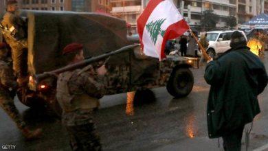 Photo of العنف يتصاعد بلبنان .. والجيش يواجه المتظاهرين بخراطيم المياه