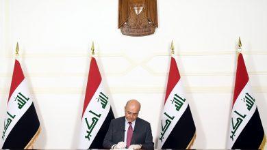 Photo of بامر من بلاسخارت … وهو يرتدي الكفوف .. صالح نظامنا الصحي منهار بعد بعد 2003 والابتعاد مترين