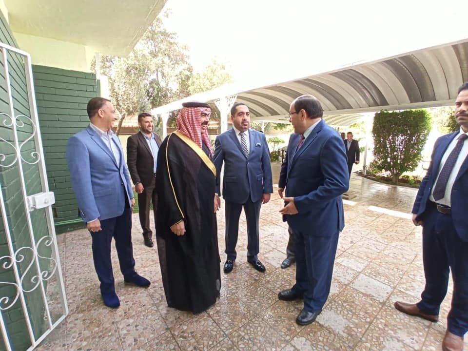 الف عافية وهني ومري عزيمة السني قتيبة الجبوري للشيعي نوري المالكي اليوم الجمعة