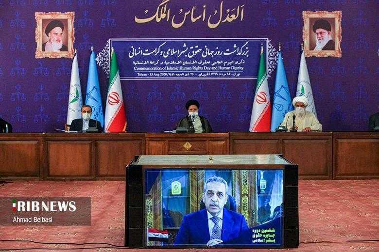 رئيس مجلس القضاء العراقي يخضر مؤتمرا في طهران تحت العلم الايراني وصور خميني