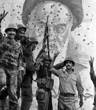 هل سيأتي يوما ويقام مثله لتأبين صدام ويسمونه الشهيد ؟هيئة الحشد الشعبي تقيم حفلا بذكرى وفاة خميني بعد ان جرعه العراق السم جوار السفارة الامريكية