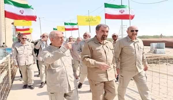 رضائي يزور مقبرة قتلى حرس خميني في الاحواز قتلهم صدام