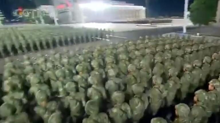 الشمالية تبث العرض العسكري بمناسبة الذكرى الـ 75 لتأسيس حزب العمال الحاكم