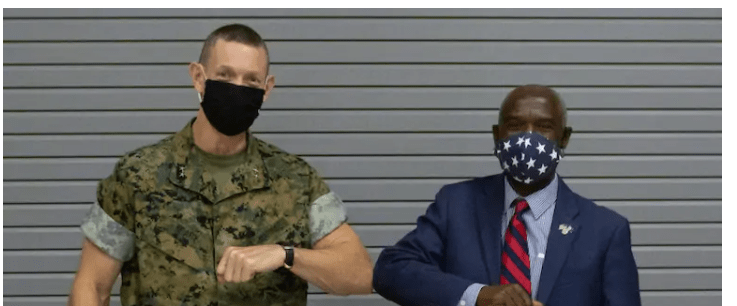 طرد مقاتل صنديد امريكي شارك بغزو العراق لانه اطلق تصريحات عنصرية