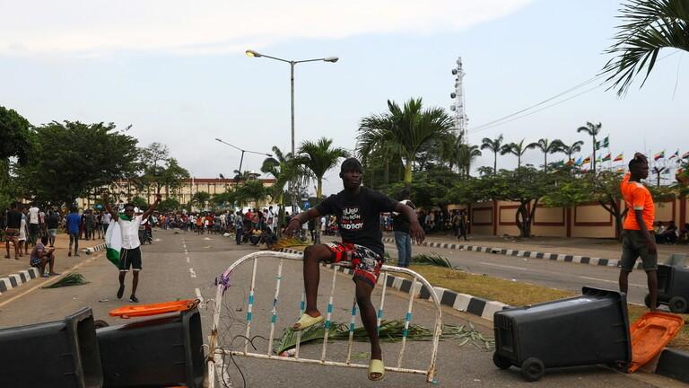 متظاهرين نيجيريين في لاغوس والشرطة ترد