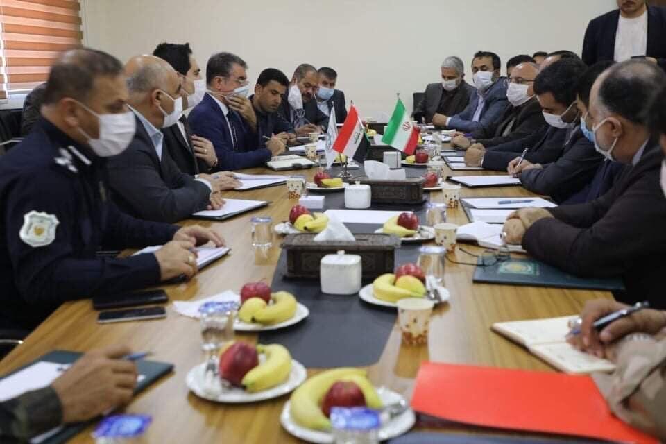 مفاوضات ايرانية عراقية في السليمانية وكل واحد موزة وتفاحة الموزة سهلة بس التفاحة شلون ؟