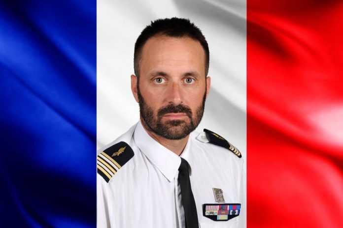 شر صورة الفرنسي واسم التشيكي اللذين قتلا مع الامريكان السبعة في البحر الاحمر