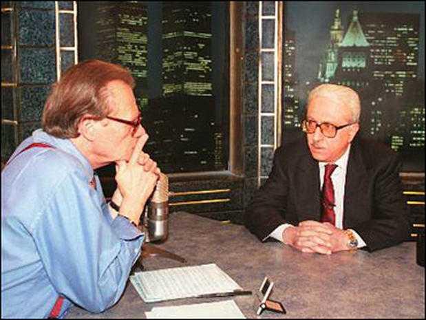 وفاة لاري كنغ الصحفي الامريكي الذي ألتقى طارق عزيز عام 1997