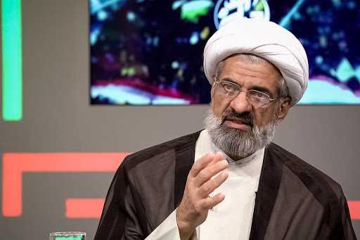 طرد اعلامي ايراني ليلا بسبب تناول روحاني المخدرات
