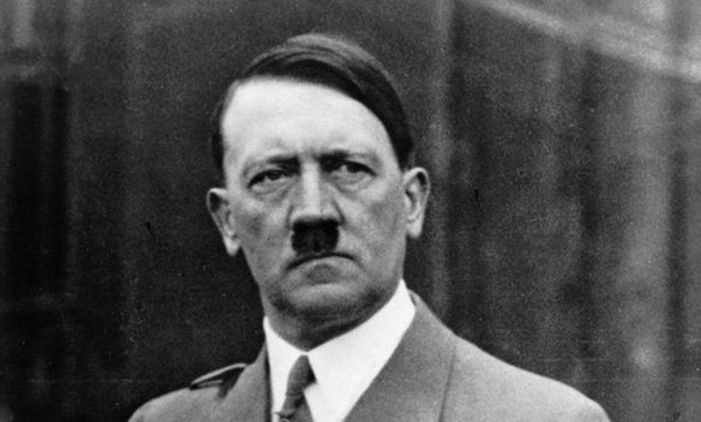 """صورة مرحاض """"أدولف هتلر"""" للبيع في مزاد علني"""