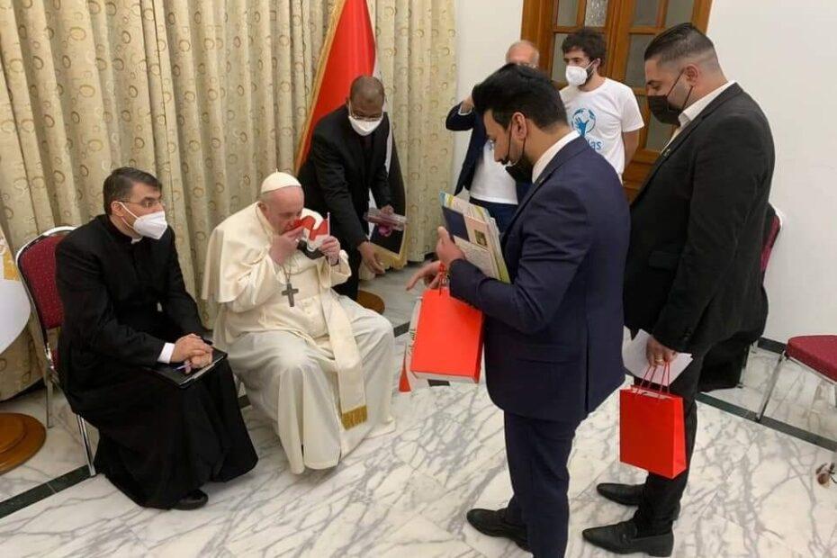 الى بابا الفاتيكان:انت لا تخشى الله لماذا لم تذكر الغزو الامريكي البريطاني للعراق؟شاهدوا الفيديو