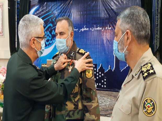 عود ليش ما يكرمون القادة الاشاوس عدنا مثل ما سوى صدام ؟