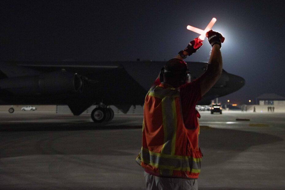 إرسال قاذفات B-52 إلى قطر رسالة لطالبان والجمهورية الإسلامية؟