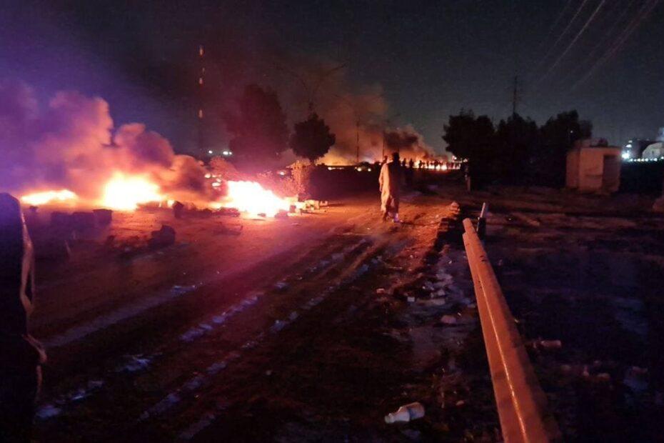 شاهدوا القوات الامنية التي دربها الامريكان والناتو تهاجم المتظاهرين في ناحية الوحدة ببغداد