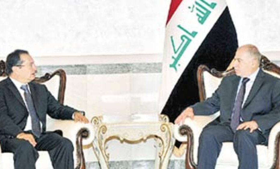 بسبب سوء سلوكة وترويجه للشذوذ طرد سفير بريطانيا من العراق