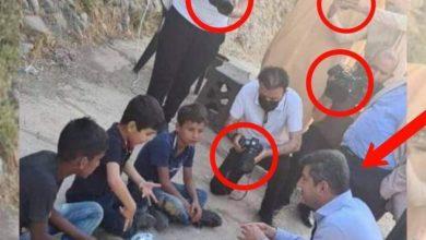 صورة خبيبي كم مصور مع محافظ دهوك وهم اطفال جا لو كبار كم مصور يرافقه