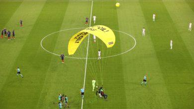 صورة واقعة المظلة في مباراة فرنسا وألمانيا (فيديو)