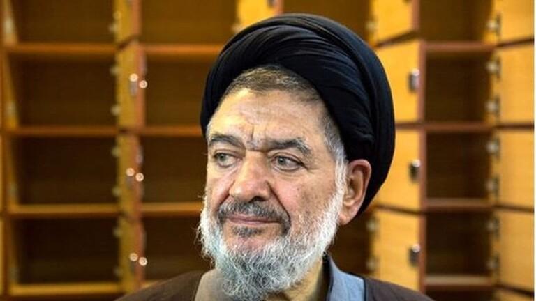 وفاة وزير الداخلية الايراني على أكبر محتشمي بور الاثنين