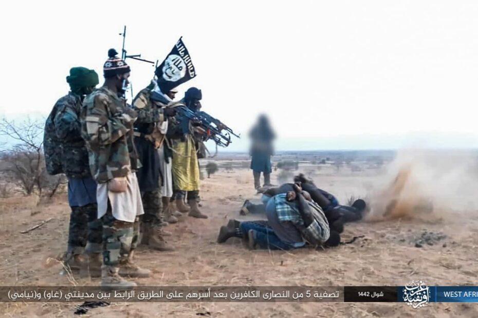 الى التحالف الدولي الذي يضم 81 دولة داعش الارهابي نشر اليوم 12 بيانا منها اعدام افارقة وعمليتين بناحية العلم بصلاح الدين