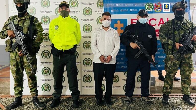"""شرطة كولومبيا تعتقل رئيس عصابة المخدرات الملقب بـ""""الخنجر"""" خلال حفل زفافه"""
