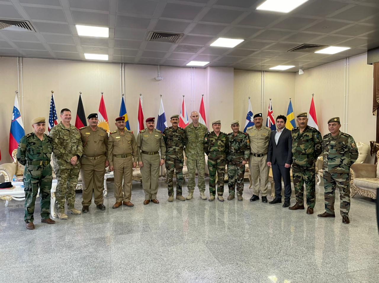 برعاية امريكية اجتماع بين الجيش والبيشمركة في اربيل ويلتقطون سيلفي