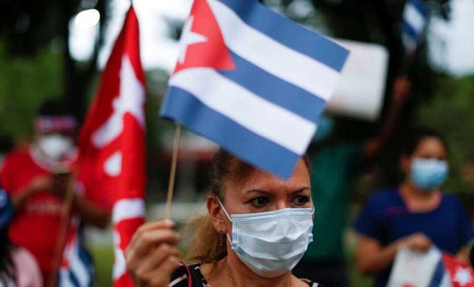 معاقبة المسؤولين الكوبيين رداً على العنف ضد المتظاهرين السلميين