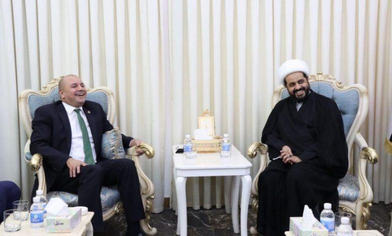 صورة عجيبة بعد ان تقهقه مليا مع الخزعلي في بغداد رئيس البرلمان الأردني يعزي بوفاة الحكيم ويقول مرجع العرب والمسلمين