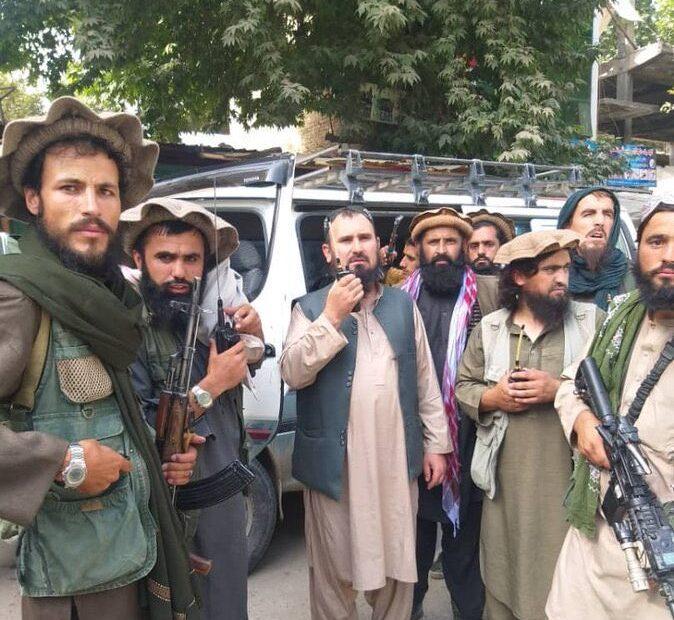 """فصيح دين) الملقب بـ """"فاتح الشمال"""" حي وفي كامل صحته وطالبان تحرر افغانستان بالكامل"""