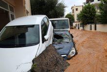 صورة جزيرة يونانية عانت من حرائق تضربها العواصف