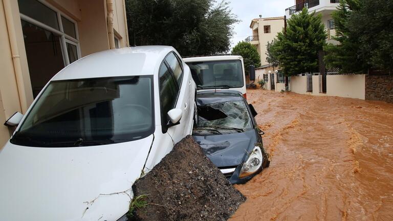 جزيرة يونانية عانت من حرائق تضربها العواصف
