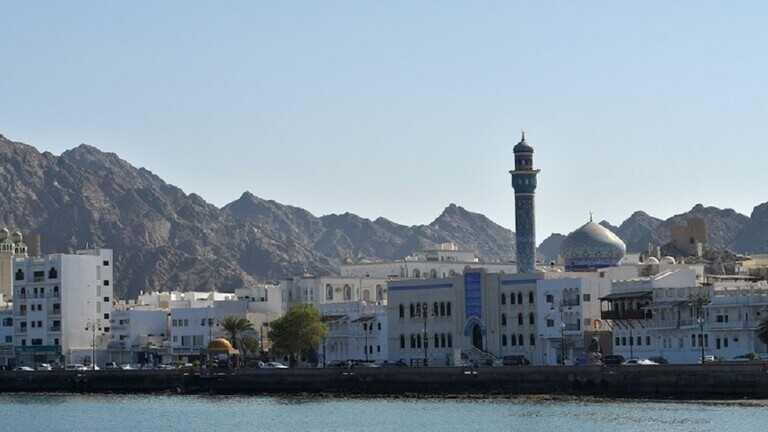 اقامة طويلة الامد وقابلة للتجدبد في سلطنة عمان